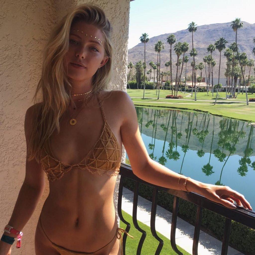 Renae Ayris Sexy - 29 Photos pictures