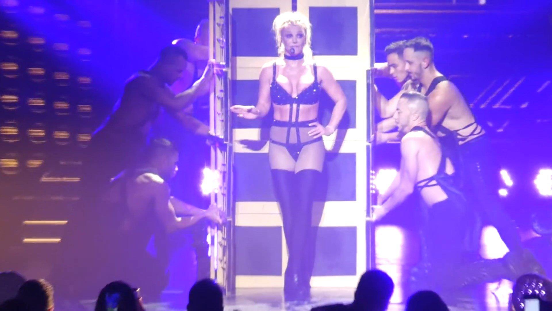 Britney-Spears-Nip-Slip-4-thefappeningblog.com_.jpg