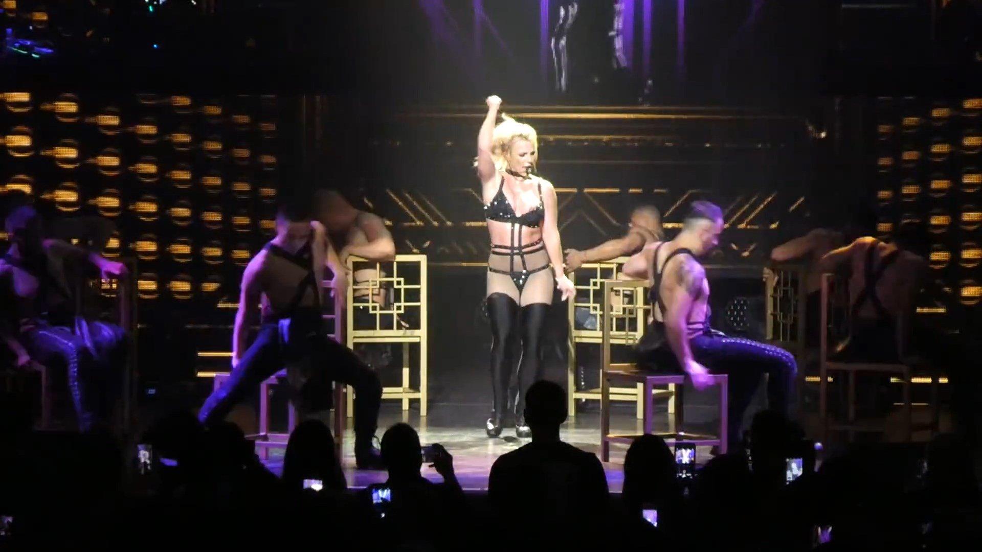 Britney-Spears-Nip-Slip-5-thefappeningblog.com_.jpg