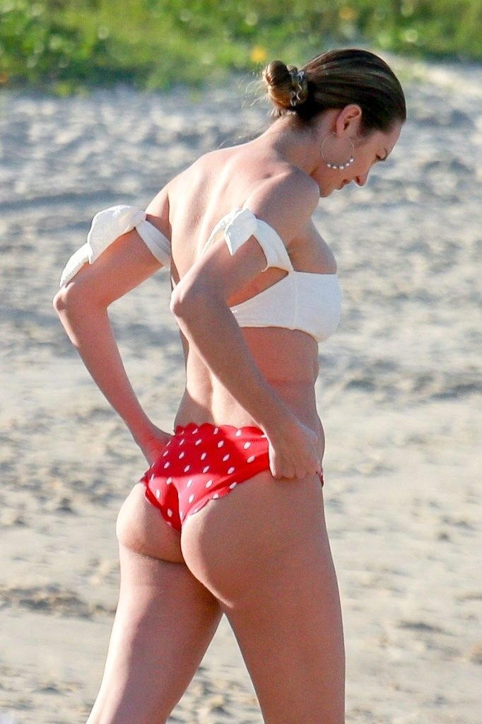 Candice Swanepoel Sexy (38 Photos)