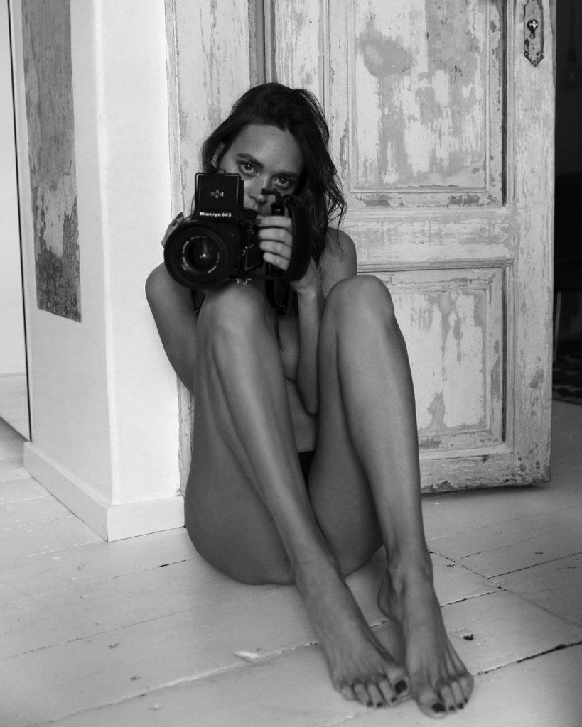 Dovile Virsilaite Nude & Sexy (14 Photos)