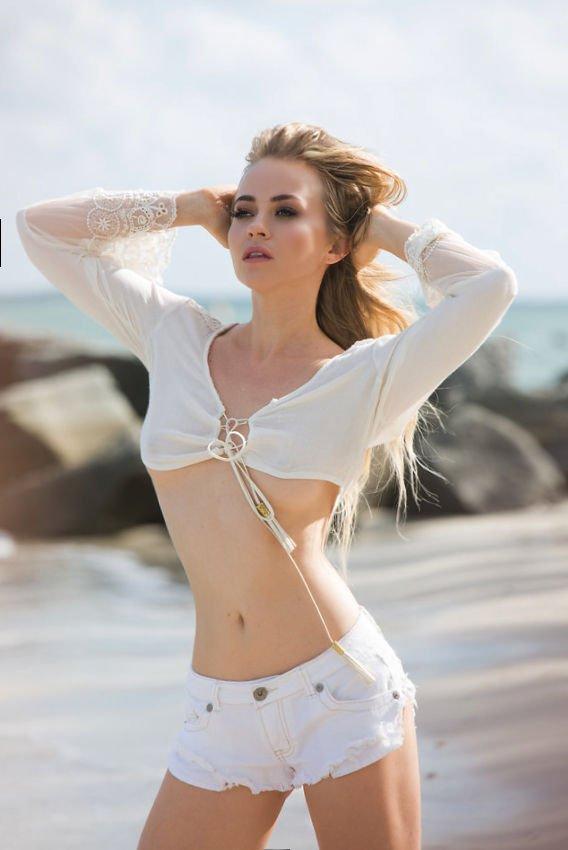 Ellen Alexander Sexy & Topless (19 Photos)