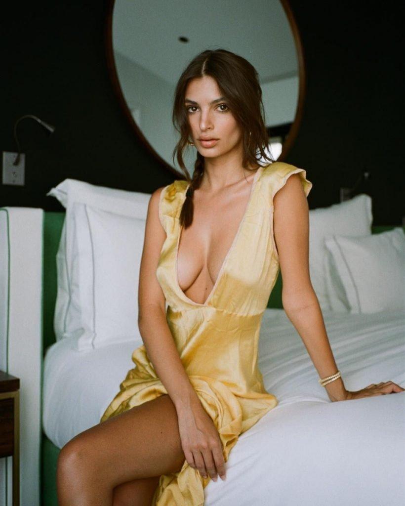 Emily Ratajkowski (17 Sexy Photos)