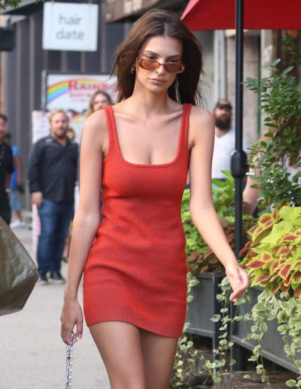 Emily Ratajkowski Sexy (169 Photos)