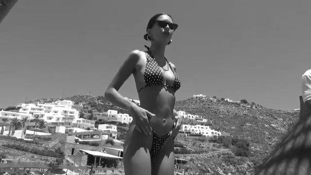 Emily Ratajkowski Sexy (9 Pics + GIF & Video)