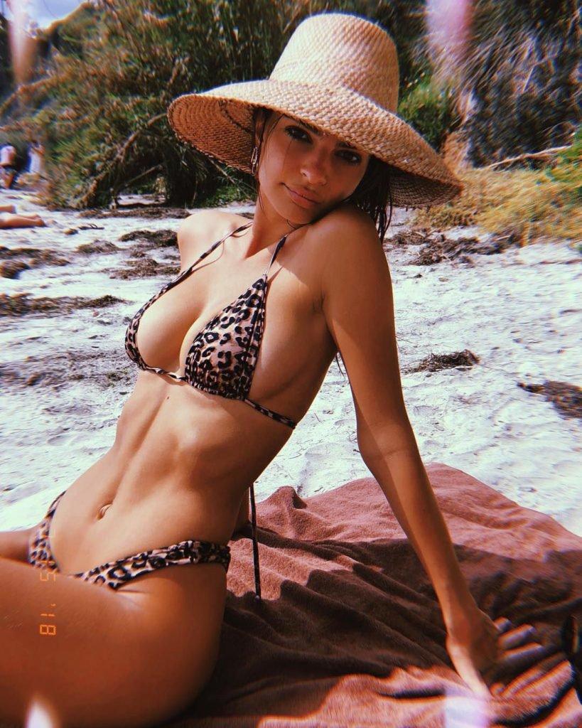 Emily Ratajkowski Sexy (5 Hot Pics)