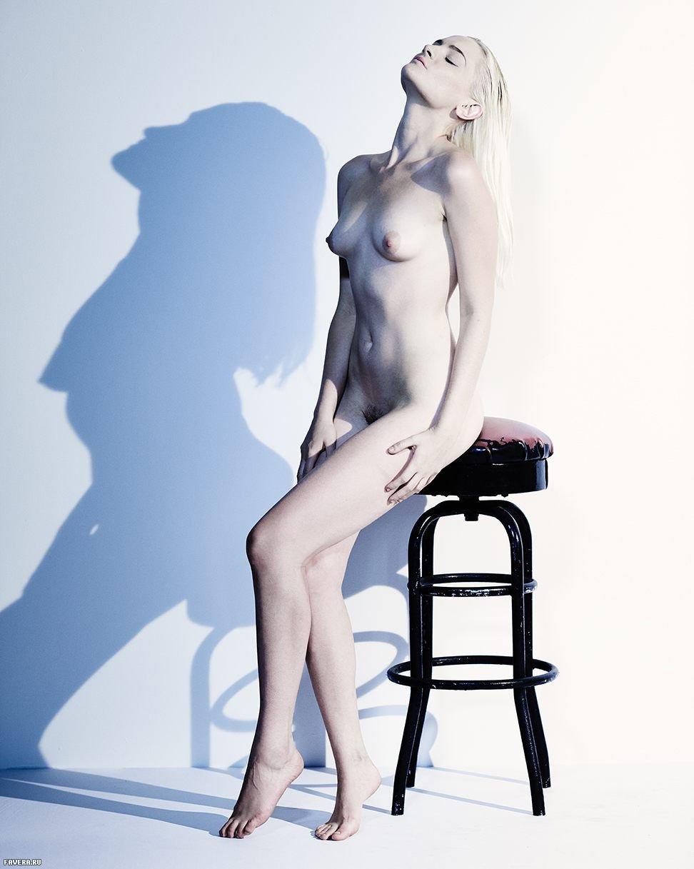 Erin Wyatt  nackt