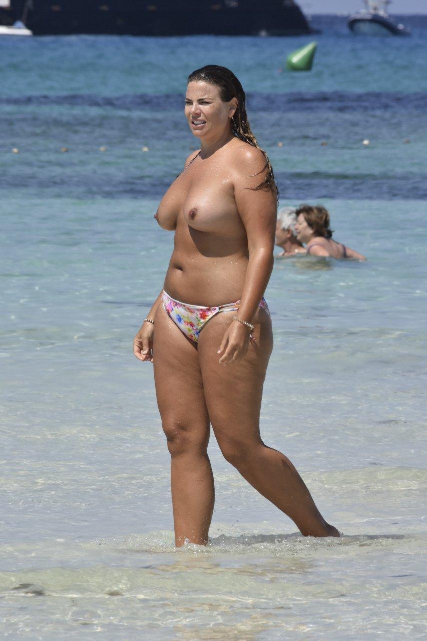 Fiona-Falkiner-Topless-TheFappeningBlog.com-12.jpg