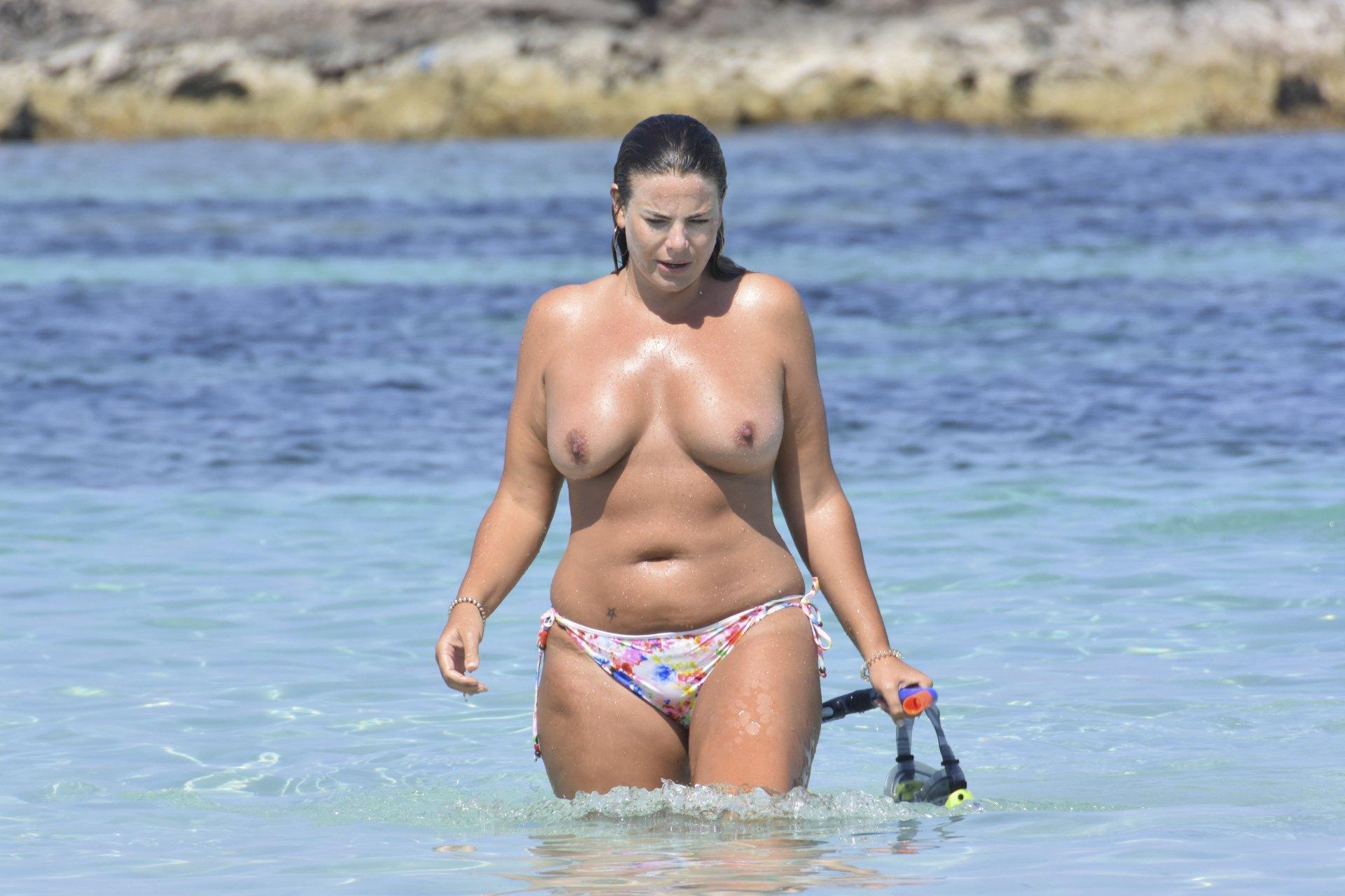 Fiona-Falkiner-Topless-TheFappeningBlog.com-3.jpg
