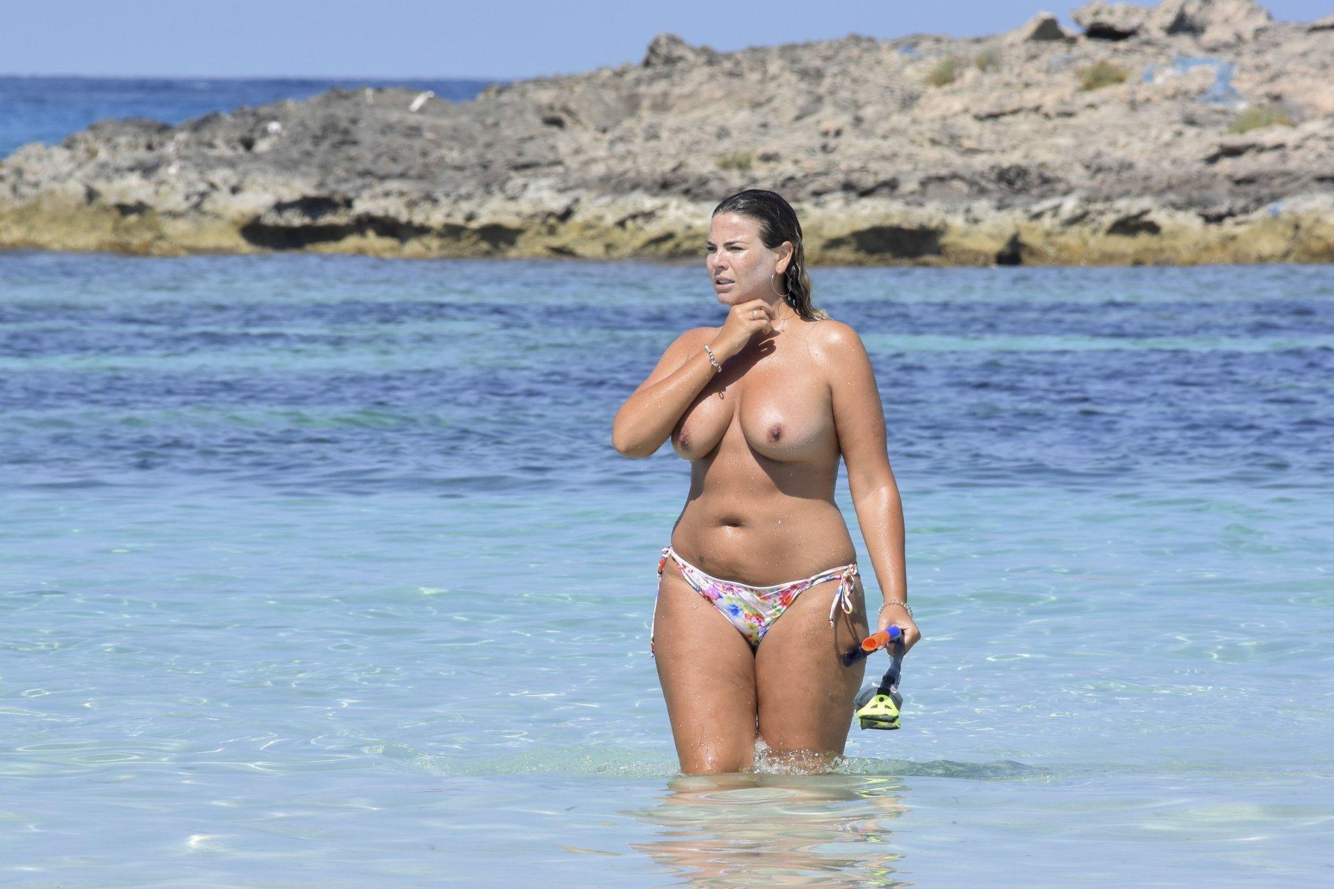 Fiona-Falkiner-Topless-TheFappeningBlog.com-5.jpg