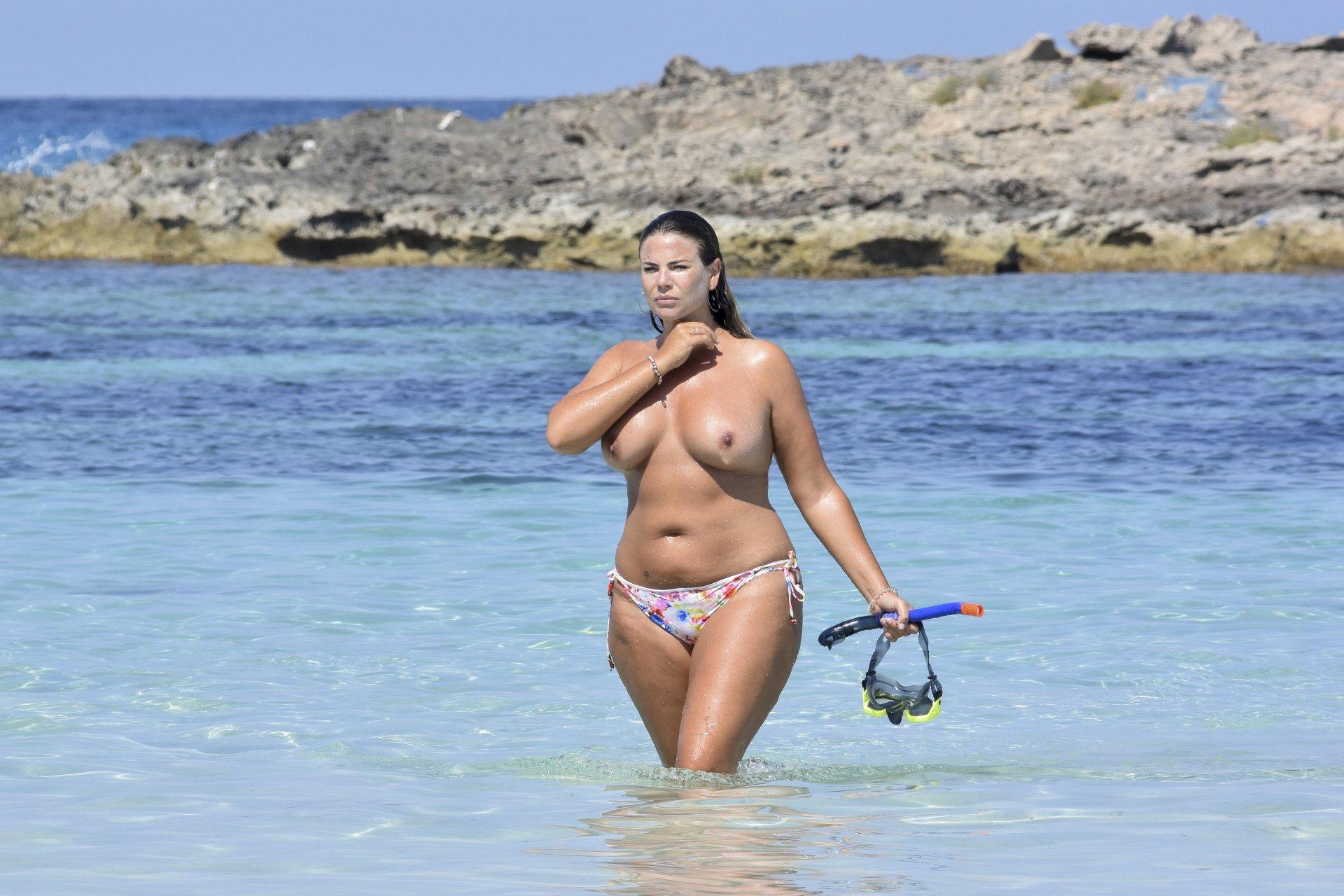 Fiona-Falkiner-Topless-TheFappeningBlog.com-6.jpg