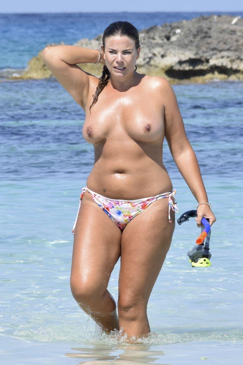Fiona-Falkiner-Topless-TheFappeningBlog.com-8.jpg