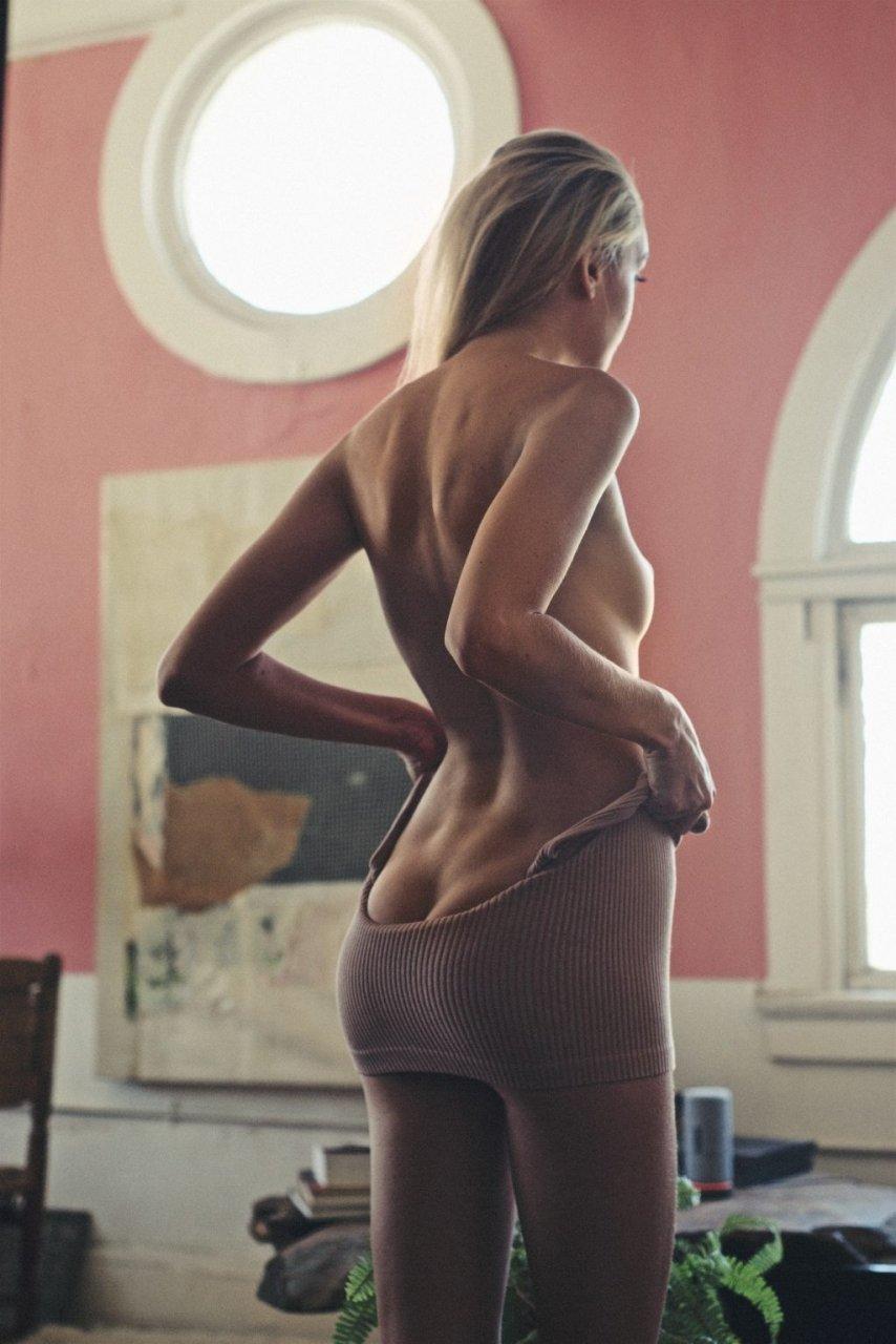 Jasmine Shogren Nude & Sexy (6 Photos)