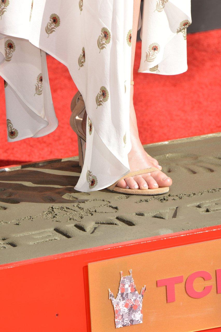 Jennifer Lawrence Feet (63 HQ Photos)