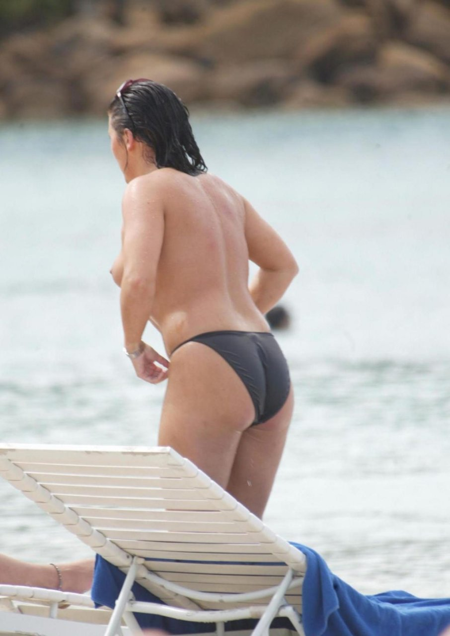 Jessie Wallace Topless (19 Photos)