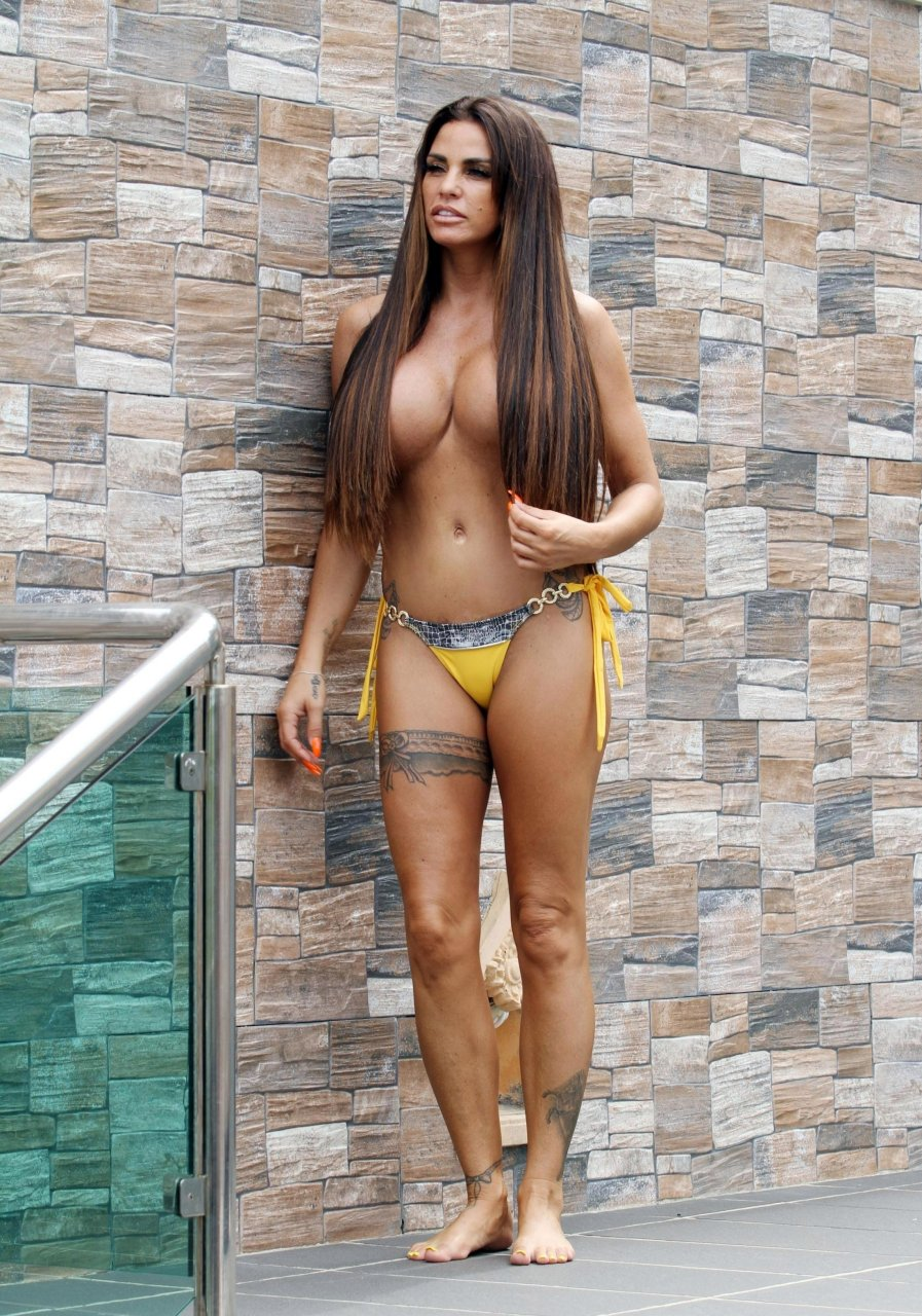 Katie-Price-Nude-TheFappeningBlog.com-1.jpg