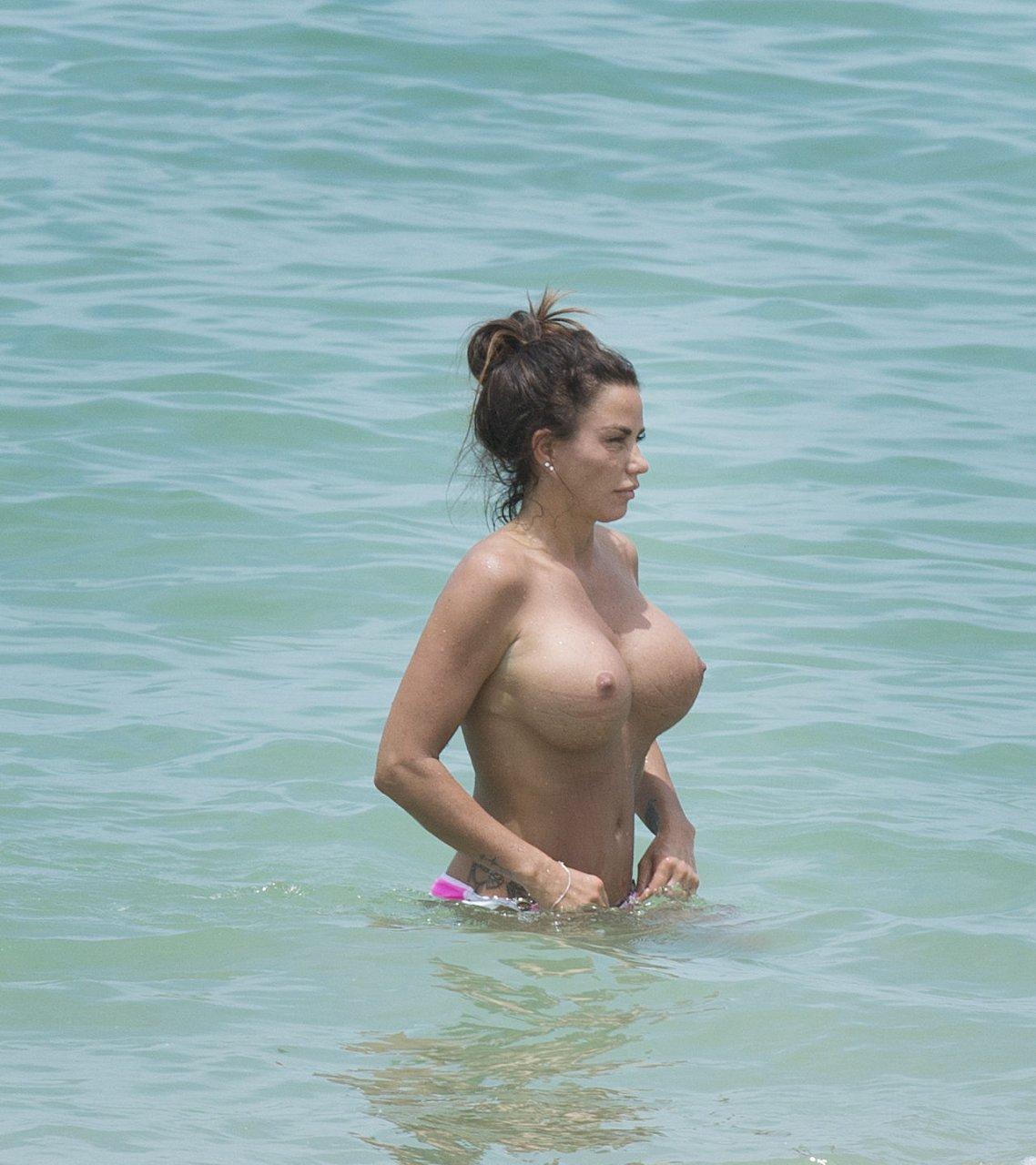 Katie-Price-Topless-TheFappeningBlog.com-15.jpg