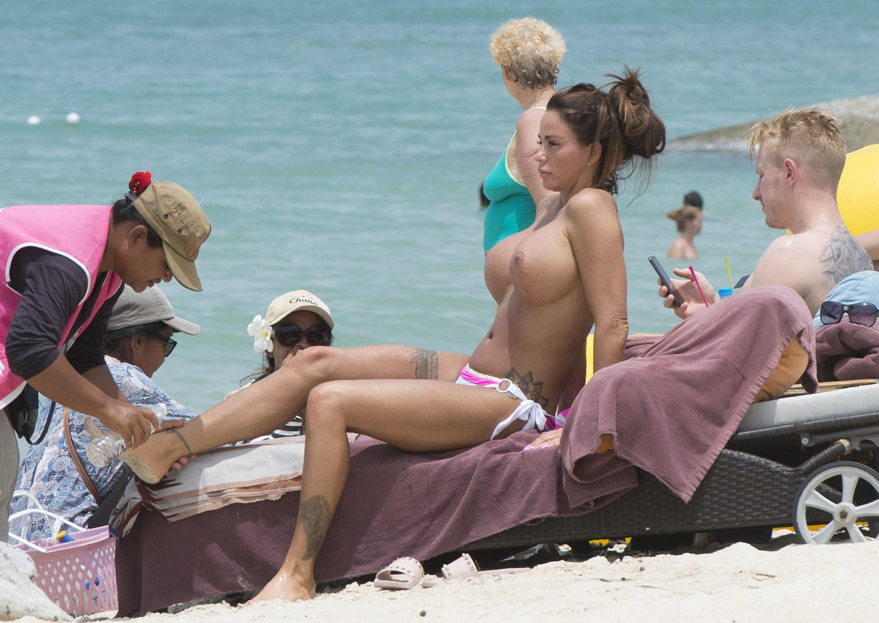 Katie-Price-Topless-TheFappeningBlog.com-24.jpg