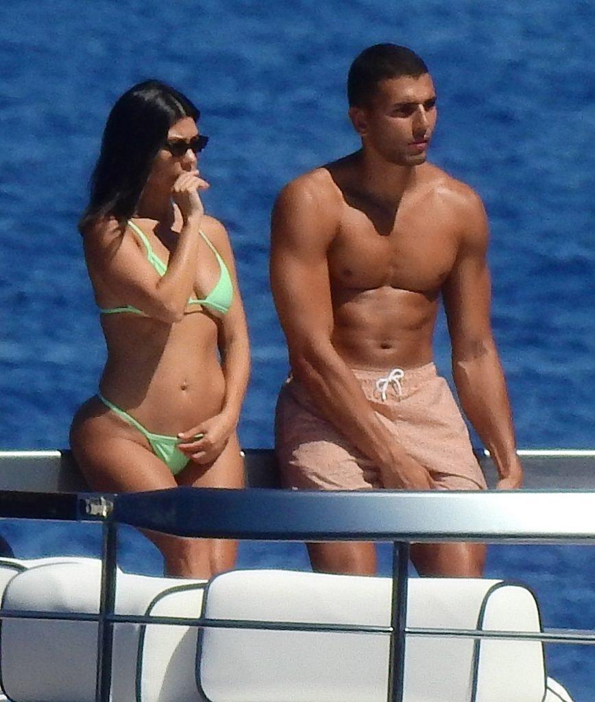 Kourtney Kardashian Sexy (51 Photos)