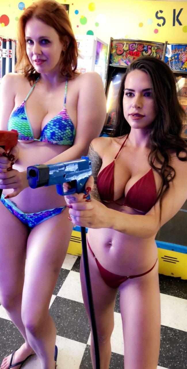 Maitland Ward & Suttin Naked – Lesbian Car Show (45 Pics + Video)