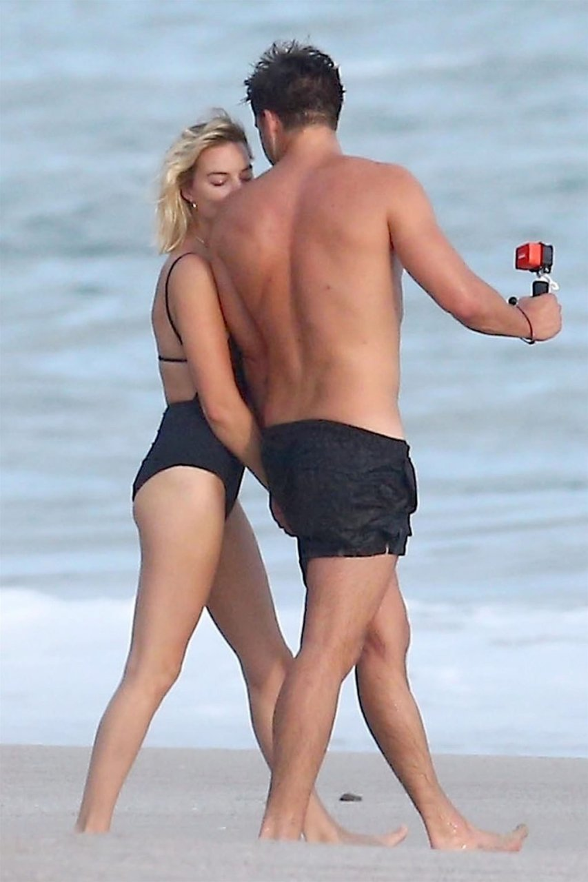 Margot Robbie Sexy (31 Photos)