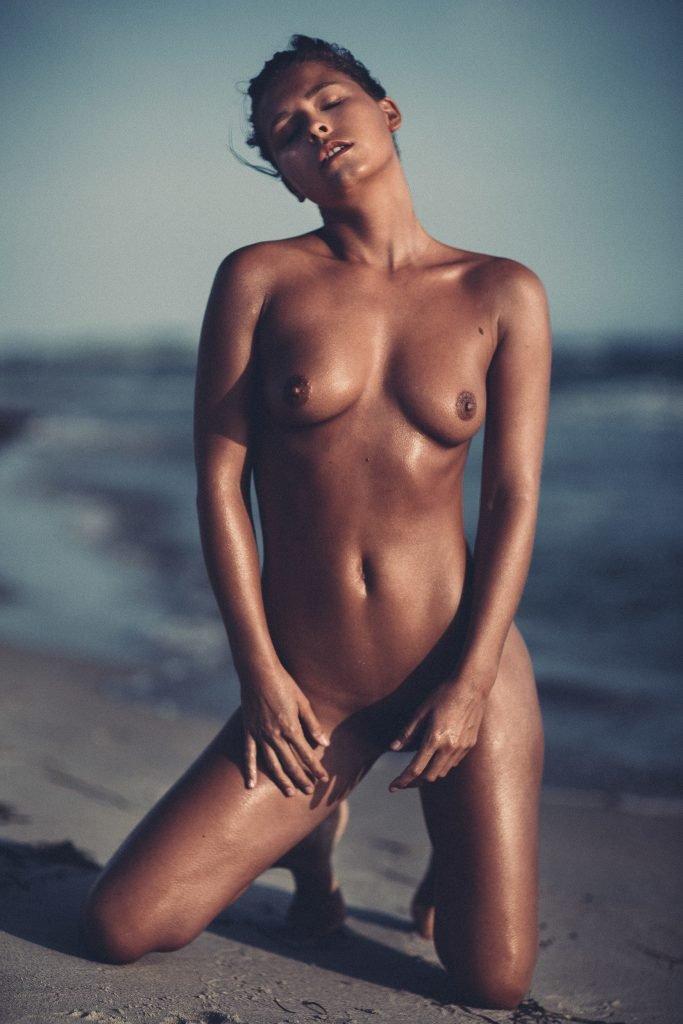 Marisa Papen Naked (12 Hot Photos)