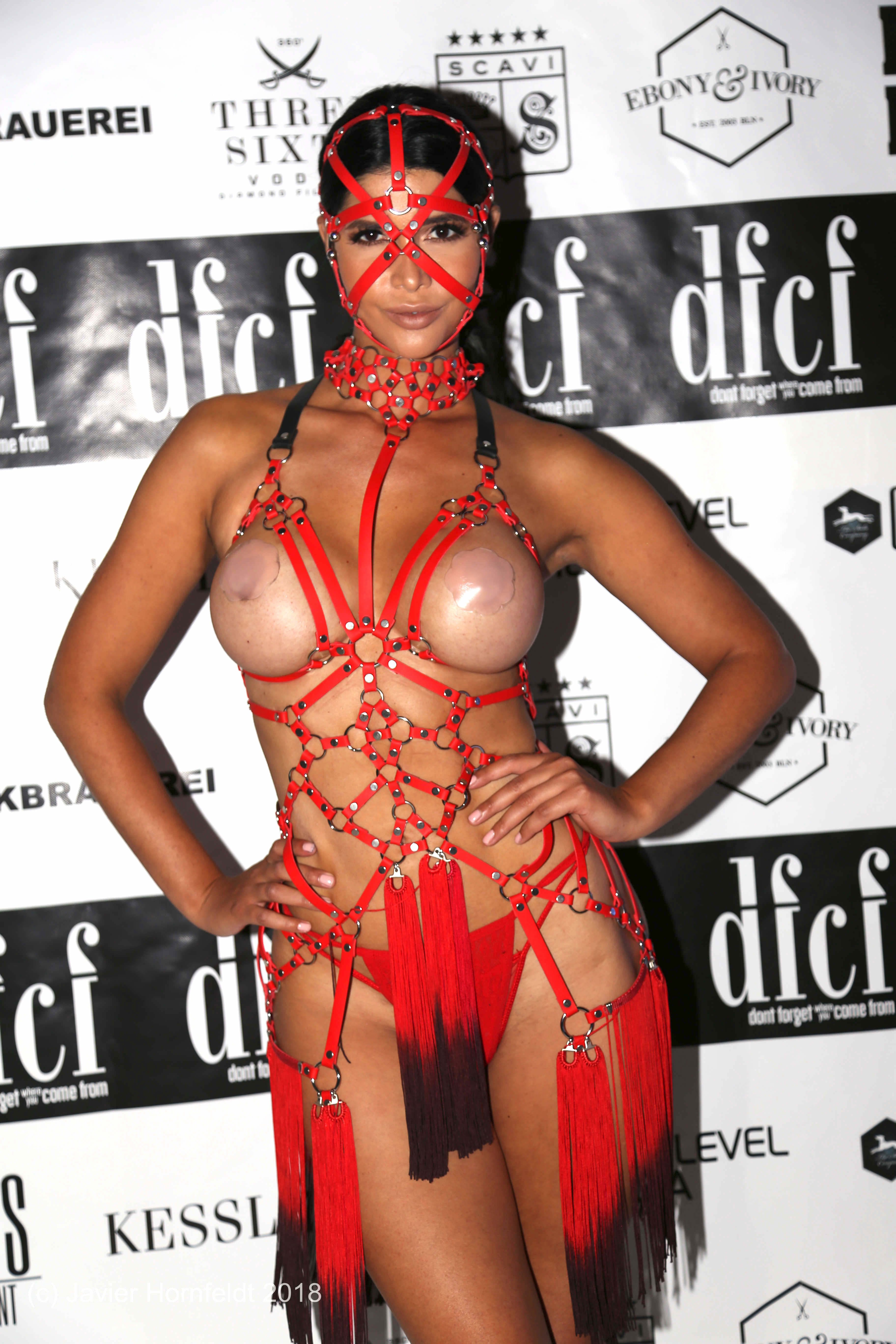 Micaela-Sch%C3%A4fer-Nude-TheFappeningBlog.com-10.jpg