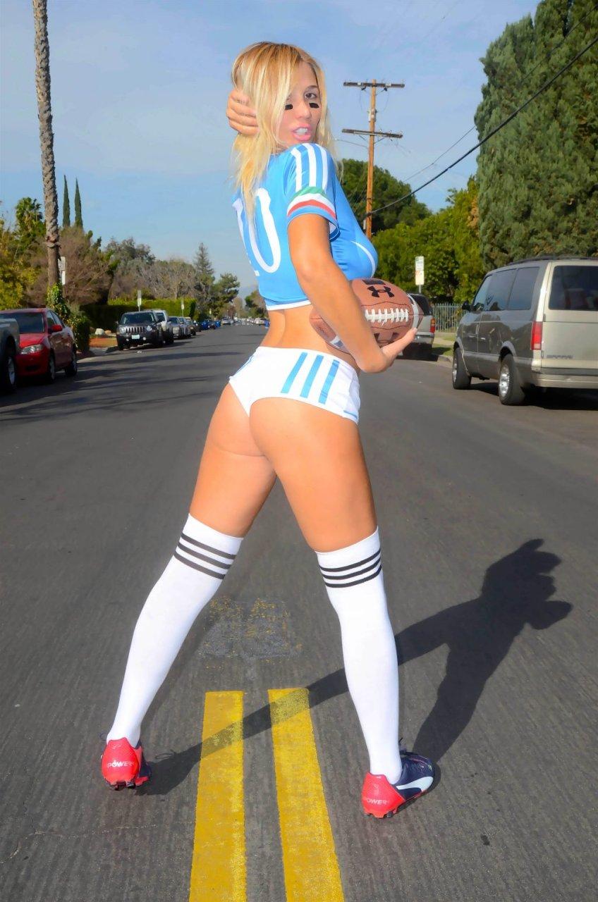 Nadeea Volianova Sexy (14 Photos)