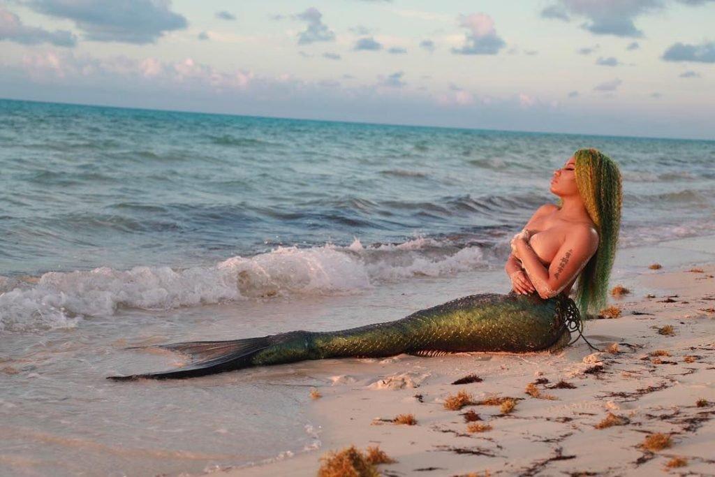 Nicki Minaj Topless (33 Photos + Videos)