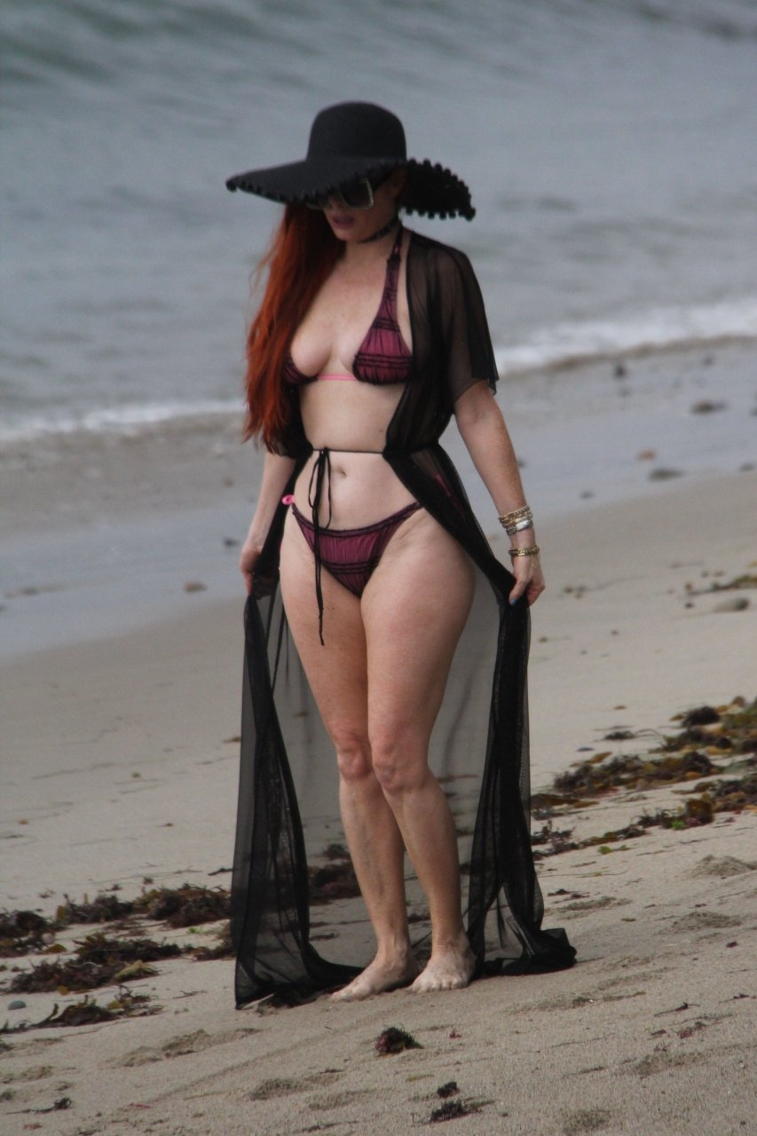 Phoebe Price enjoys an afternoon on the beach in Malibu with a sheer duster, 07/18/2018.