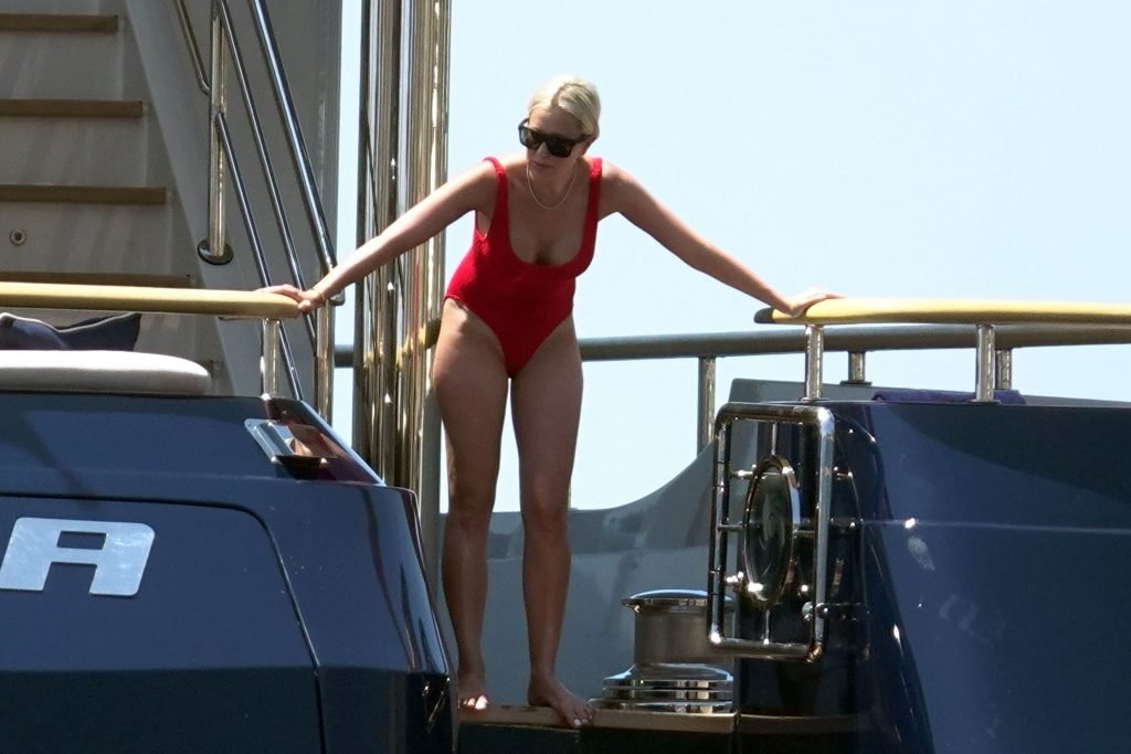 Roxy Jacenko Sexy (30 Photos)