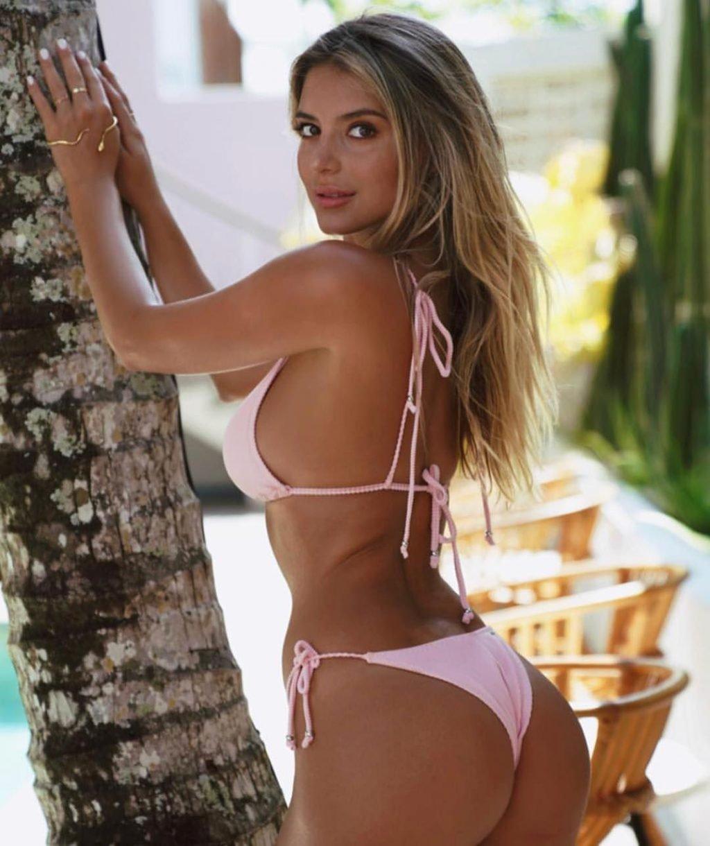 Tal en bikini - 1 part 8