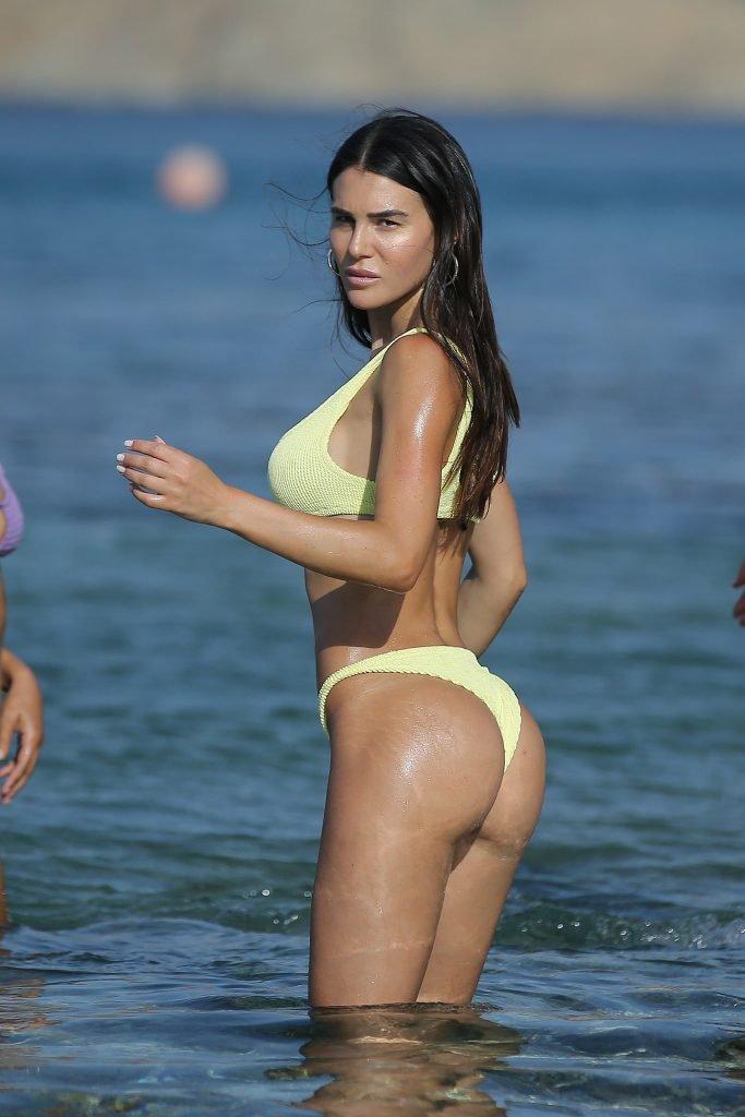 Silvia Caruso Sexy (19 Photos)