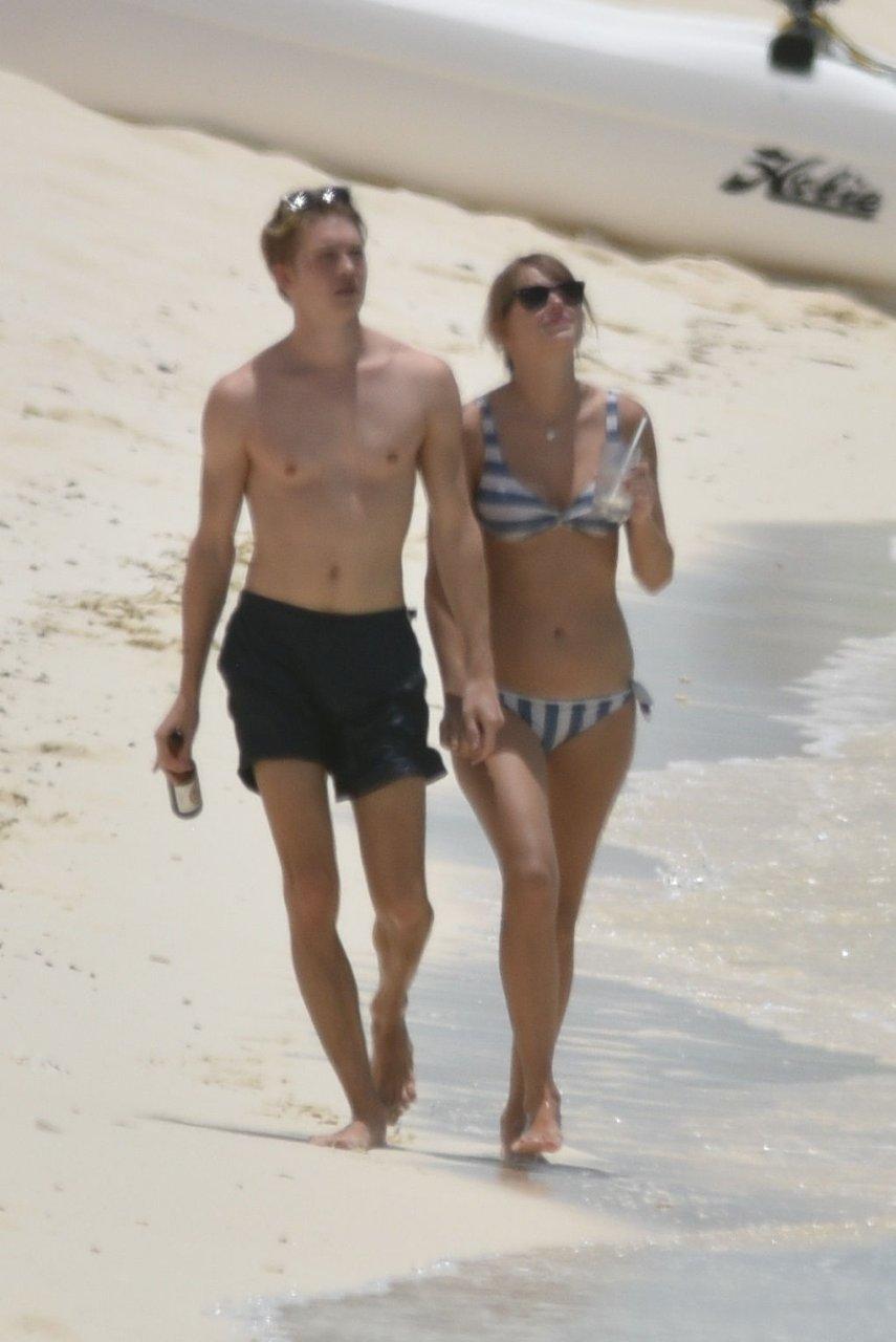Taylor-Swift-Sexy-TheFappeningBlog.com-1-1.jpg