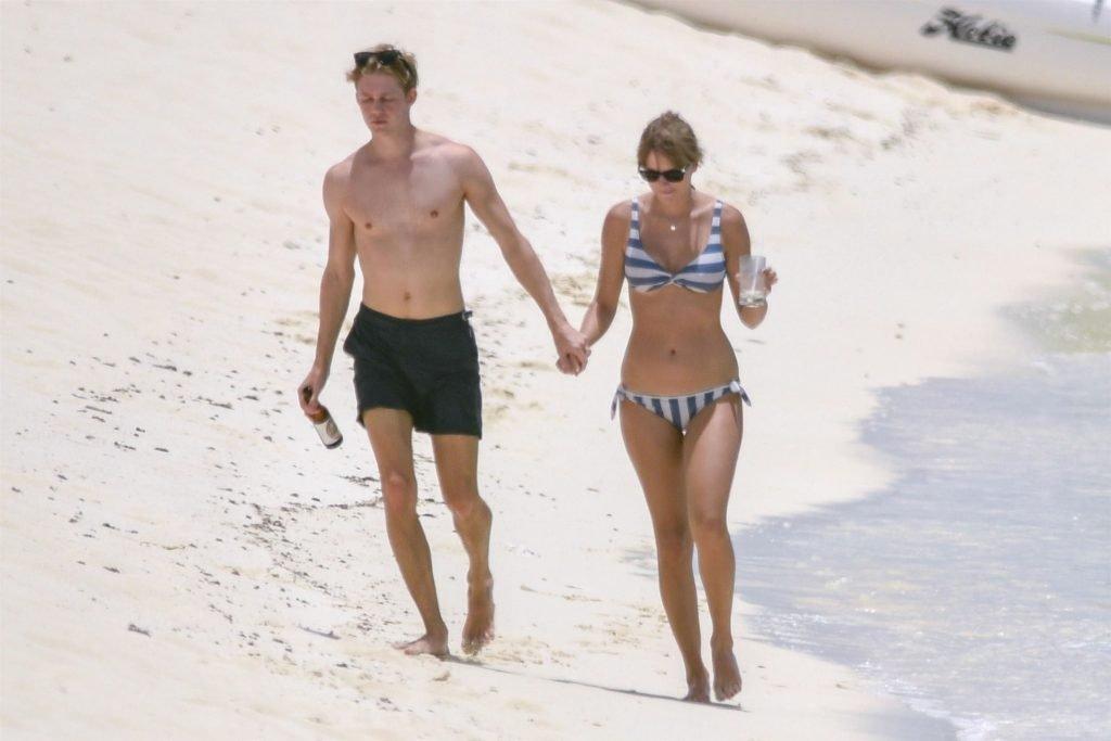Taylor Swift Sexy (91 Photos)