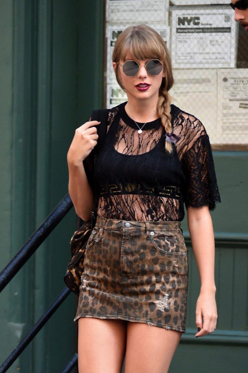 Taylor Swift Upskirt (89 Photos)