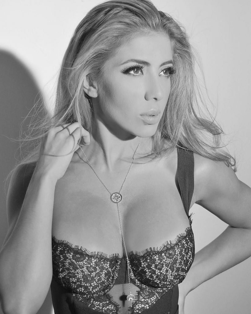 Valeria Orsini Nude & Sexy (100 Photos)