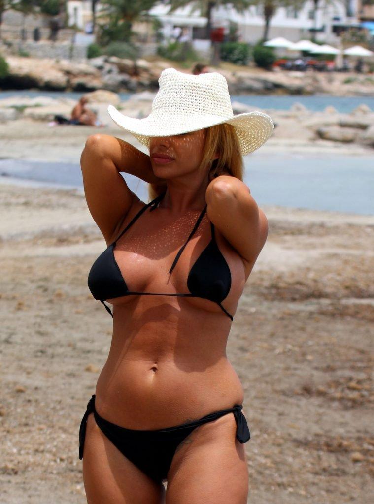 Veronica Graf Sexy & Topless (5 Photos)