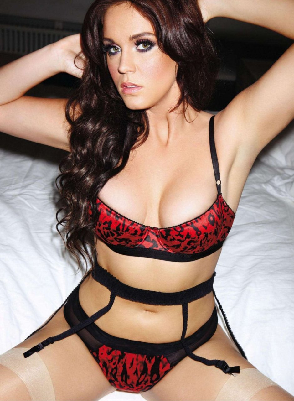 Vicky Pattison strips totally naked in the Im A Celebrity