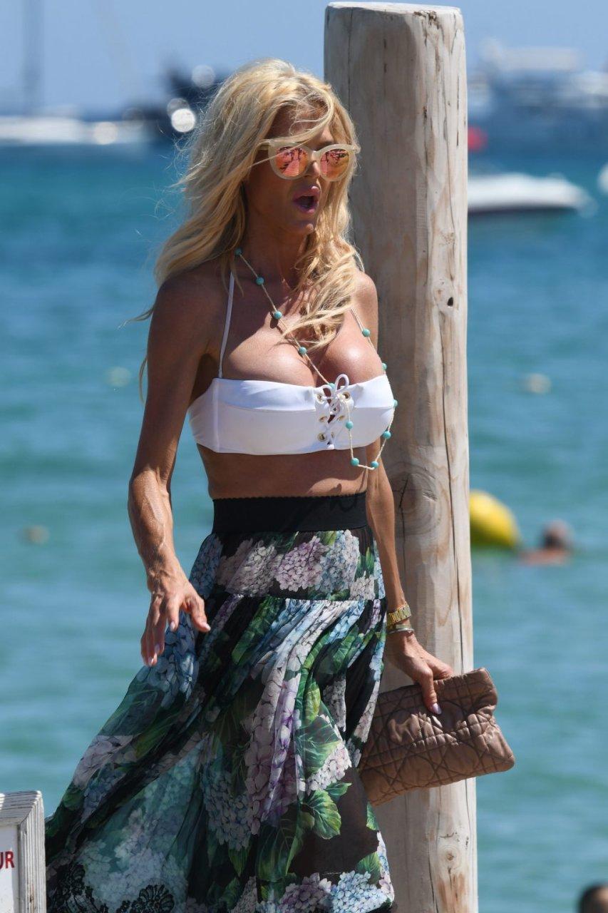 Victoria Silvstedt Sexy (39 Photos + GIF)