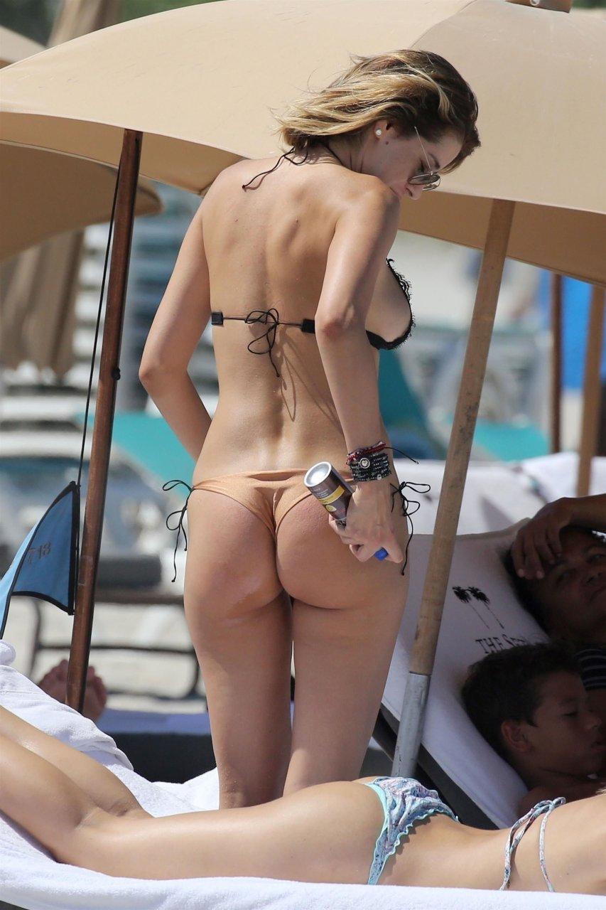 Porn Clip Free pics redhead undressing