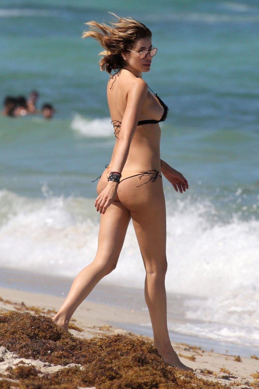 Aida Yespica Sexy (20 Photos)