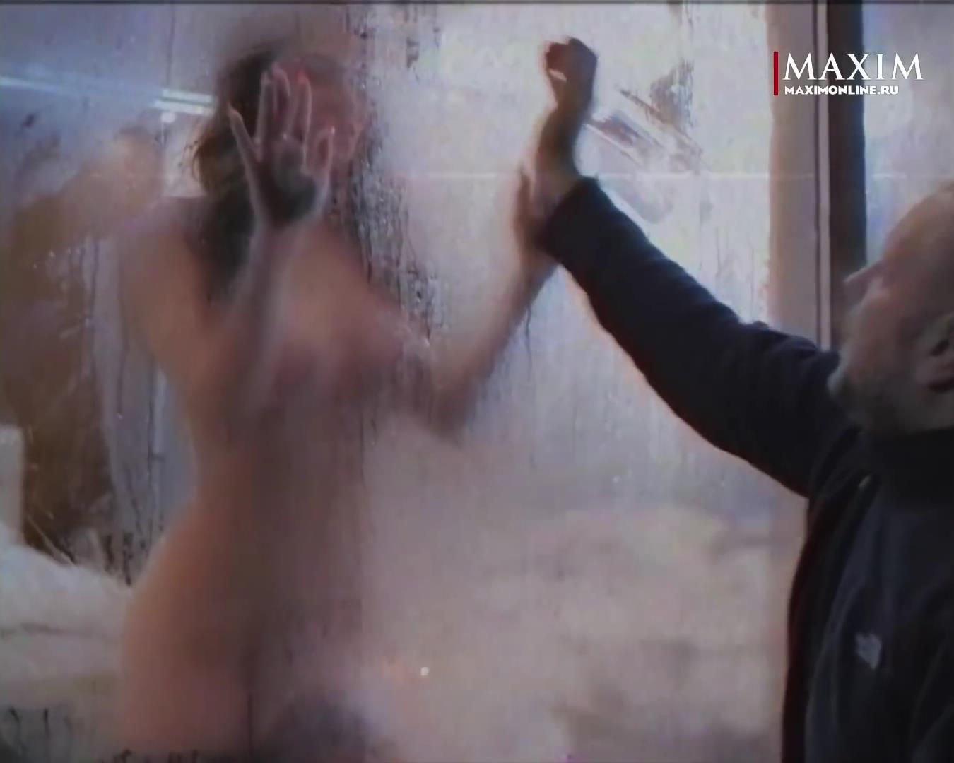 Алена водонаева лапает грудь маши петровской, смотреть порно видео туалет для ебли