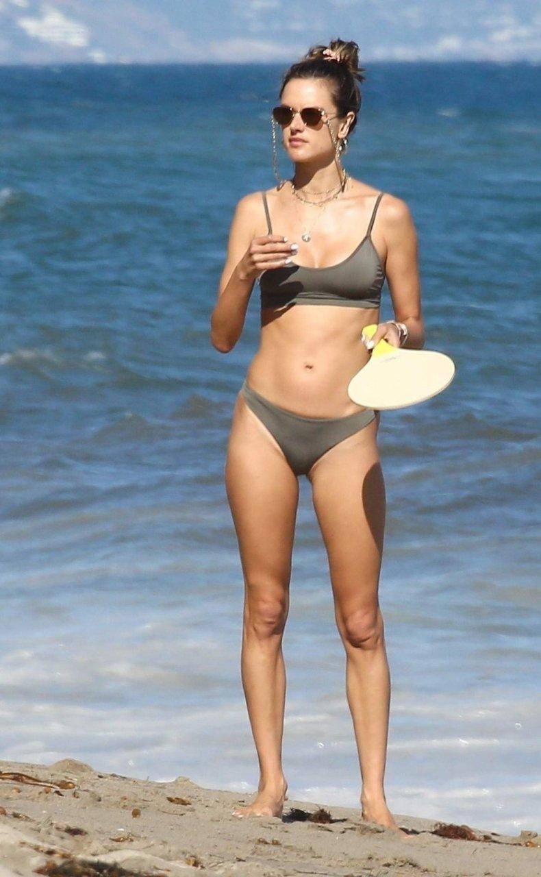 Alessandra Ambrosio Sexy (37 New Photos)