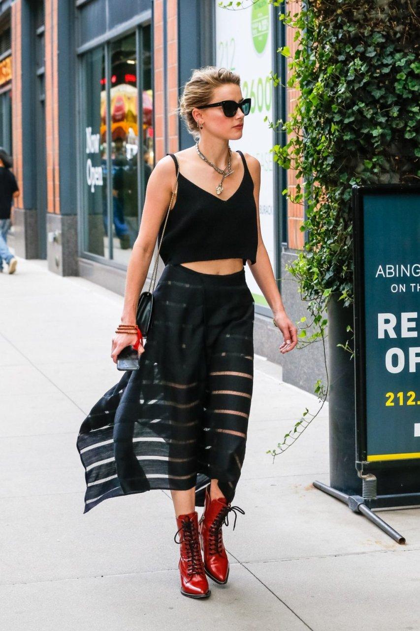 Amber Heard Braless (45 Photos)