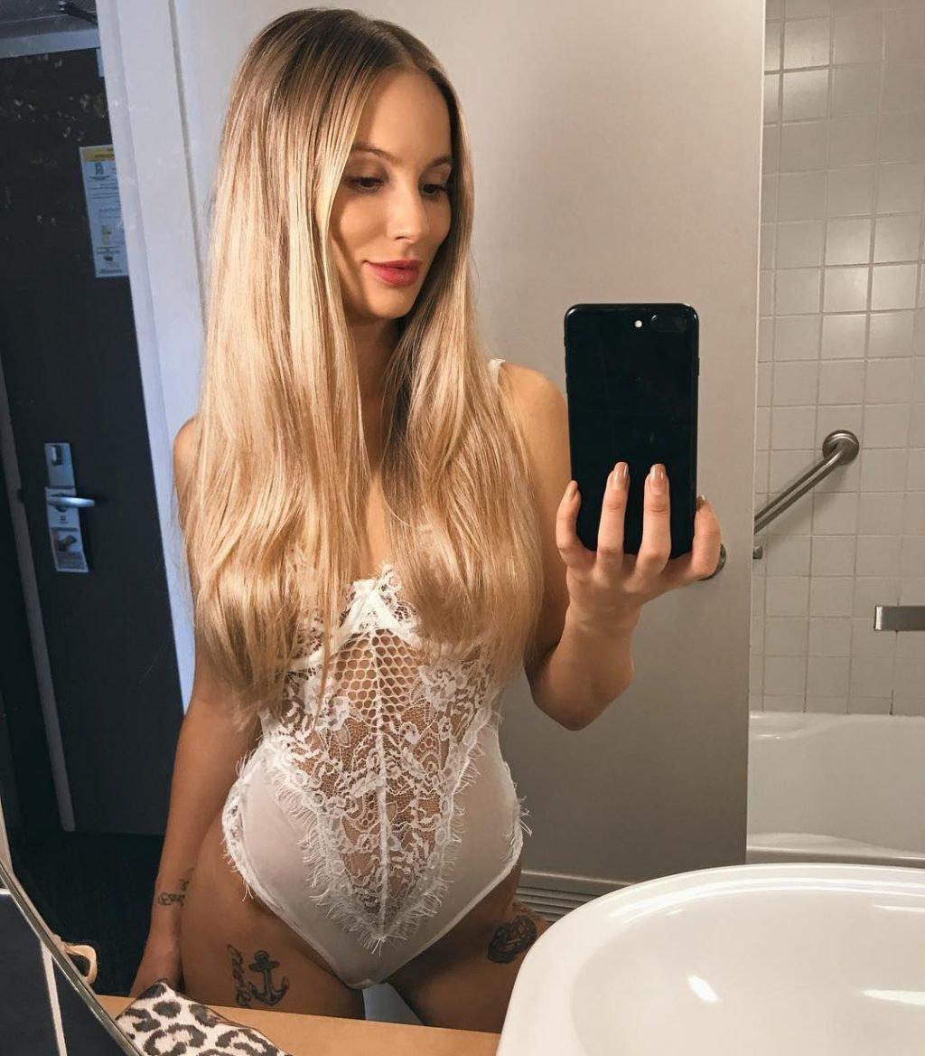 Amelia Jane Nude & Sexy (84 Photos)