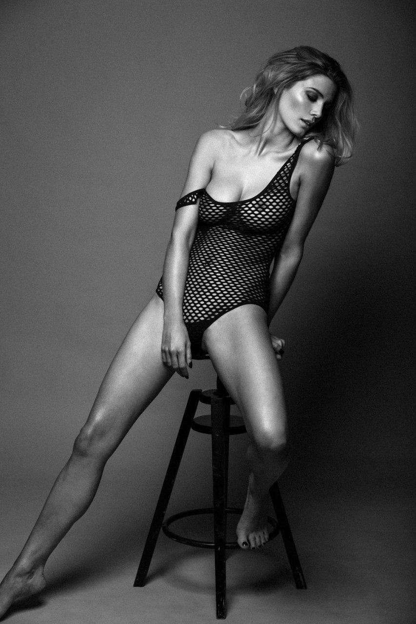 Ashley James Nude & Sexy (13 Photos)
