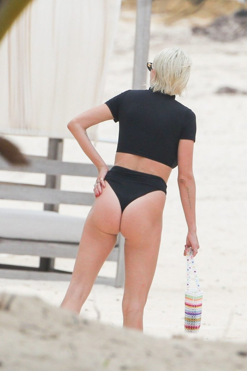 Caroline Vreeland Sexy (53 Photos)