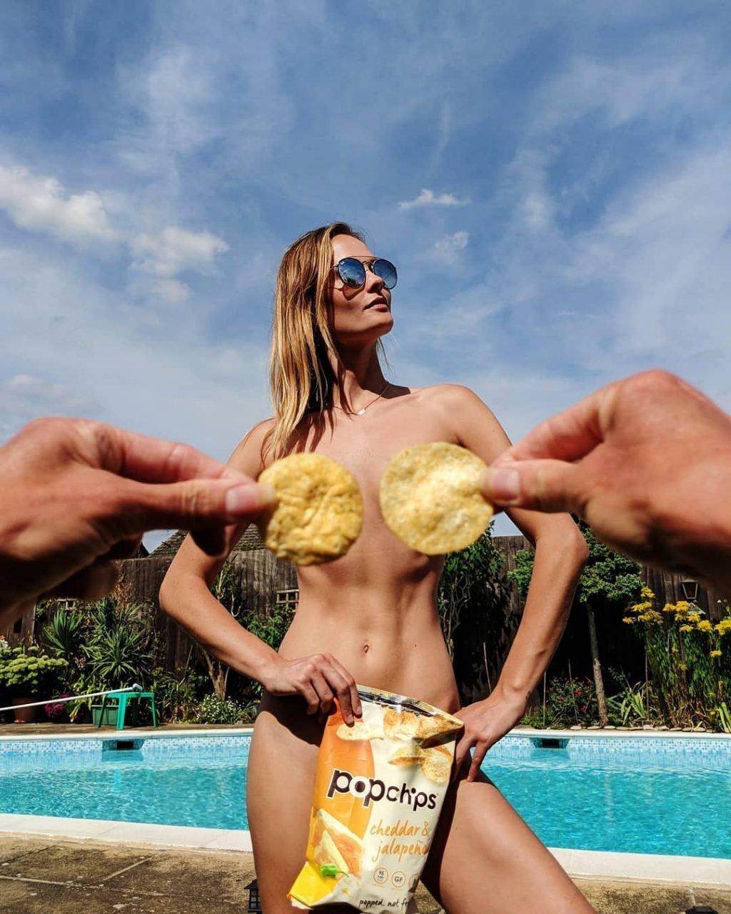 Charlotte de Carle Naked (13 Photos)