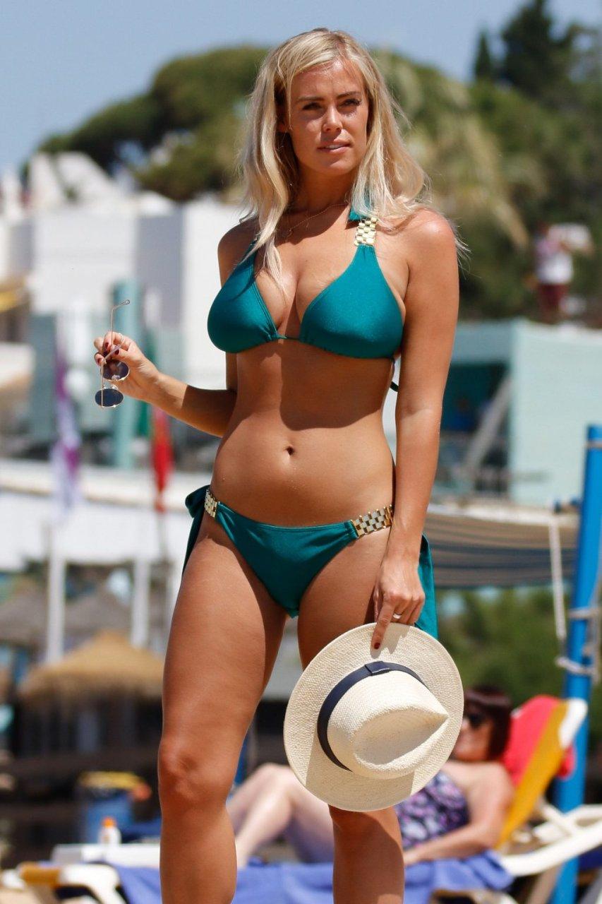 Chloe Meadows Sexy (33 Photos)